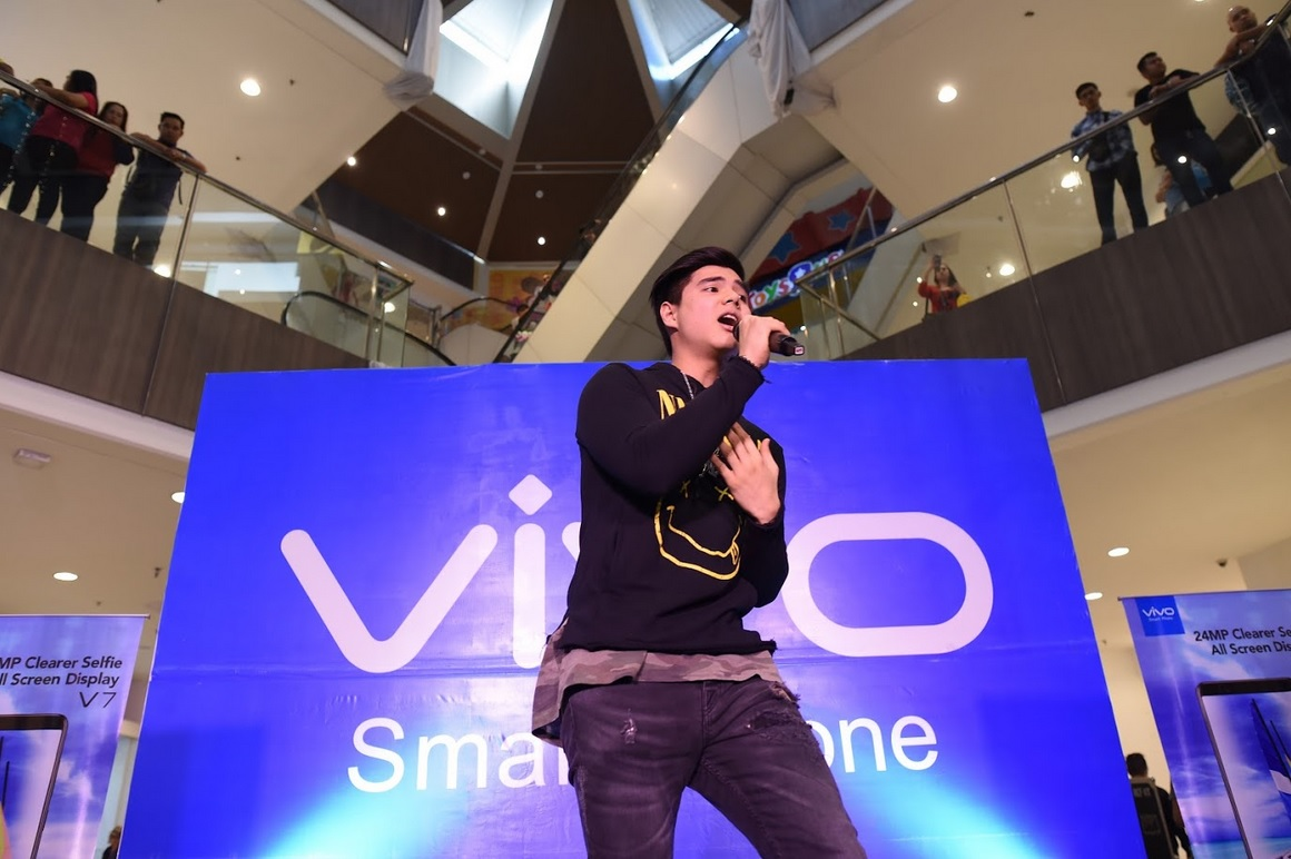 Vivo and Robinsons officially seals long-term partnership