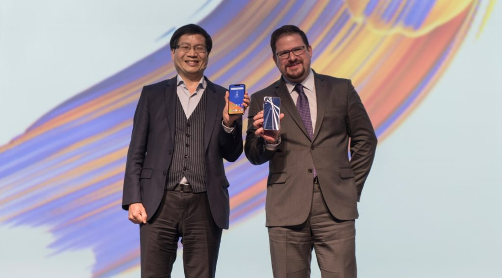 ASUS CEO, Jerry Shen and Qualcomm President, Cristiano Amon celebrate strong partnership anew at Back to 5: ZenFone 5 Unveil event.