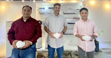 Pure Air with LG PuriCare™ Wearable Air Purifier